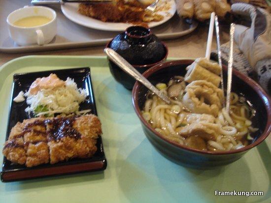 มื้อแรกที่เกาหลีครับ ดูจากรูปเลยนะครับ ผมไม่ได้ทำการบ้านเกี่ยวกับอาหารมา ไม่ทราบว่าอะไรคืออะไร