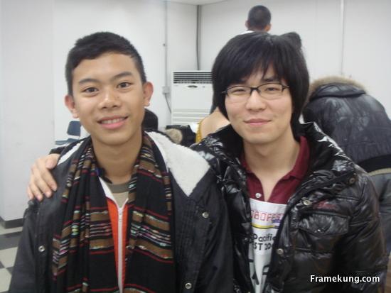 Staff คนนี้ชื่อ จุน ครับ เป็นขวัญใจสาวไทยมากๆ (โดยเฉพาะสาวครู)