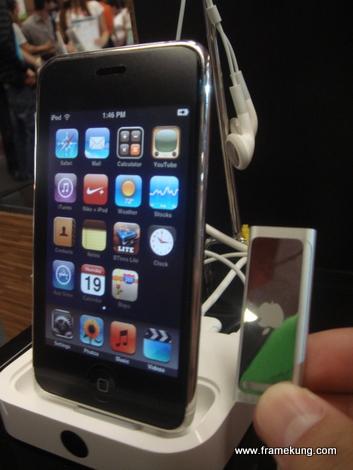 เทียบกับ iPod Touch อ้อ ขอบคุณนิ้วมือจาก @pureriku