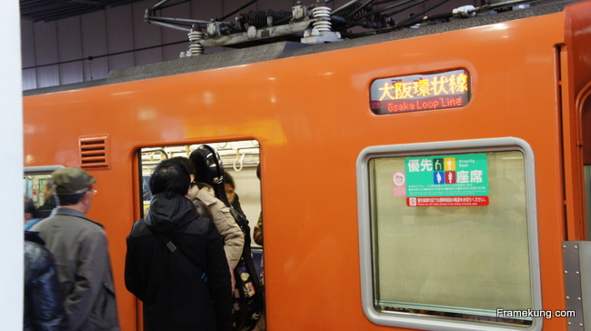 มั่นใจว่าเป็น Osaka Loop Line แล้วก็ขึ้นได้เลยครับ เตรียมไปลุยต่อกันที่ปราสาทโอซาก้ากัน !!
