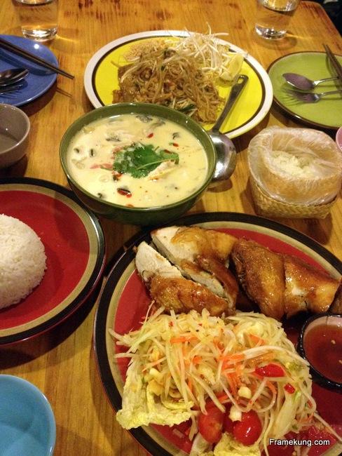 ครั้งล่าสุดที่มาทานกับน้องคนไทย และเพื่อนชาวเนปาล ก็ได้สั่งต้มข่าไก่ มาทานด้วยครับ (ต้มข่าไก่อยู่ที่ 10,000 วอน)