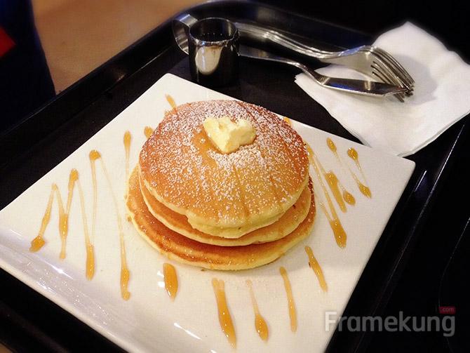 ออริจินัล แพนเค้ก (오리지널 팬케익) : ตามชื่อเป็นแพนเค้กธรรมดาๆเลยครับ รสชาติไม่ค่อยเท่าไร อาจจะเป็นเพราะมีนูเทลล่าที่สั่งมาด้วย ทำให้มาทำลายรสชาติ แต่ราคาก็ถูกกว่านูเทลล่าครับ อยู่ที่ 5,500 วอน