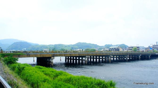 สะพานอูจิที่ทอดยาว สวย ให้ความรู้สึกดีจริงๆครับ