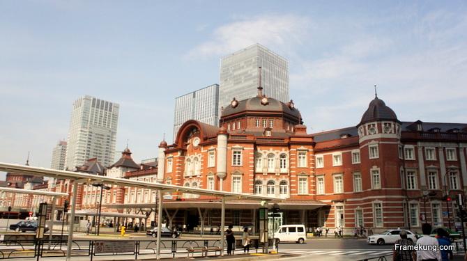 สถานีโตเกียว (Tokyo station) ถ่ายจากประตูทางเข้าประตูทิศใต้