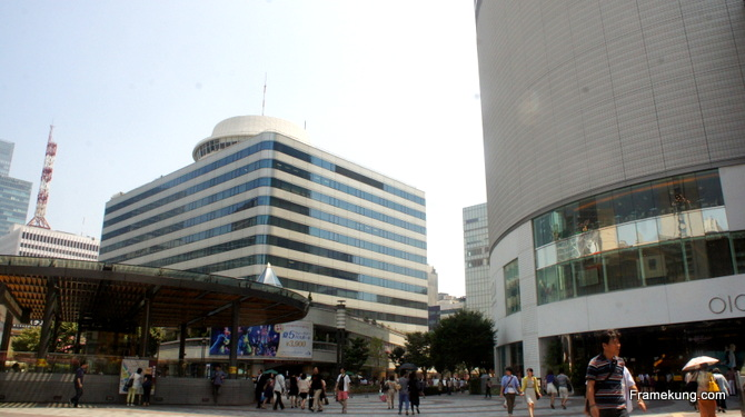 ห้อง มารุอิ (Marui) สาขายูระกุโช(Yurakucho) - เลข 0 มันอ่านว่า มารุ ครับ 1 เนี่ยอ่านเป็นเสียง i (อิ) ในญี่ปุ่นได้ มันก็เลยเป็นที่มาของชื่อห้างนี้ฮะ