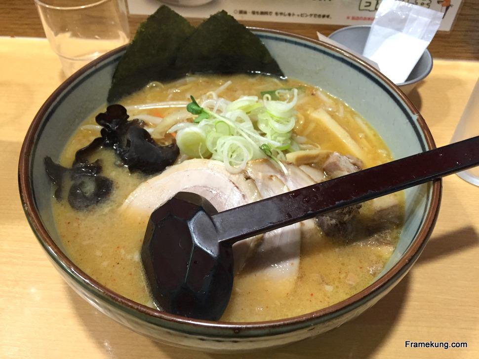 Chashu miso ramen : ราเม็งในซุปมิโสะที่ผมใส่หมู (ชาชู) เพิ่มพิเศษครับ จานนี้ 860
