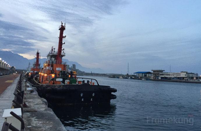 Hualien-Harbor-Scenic-Bridge