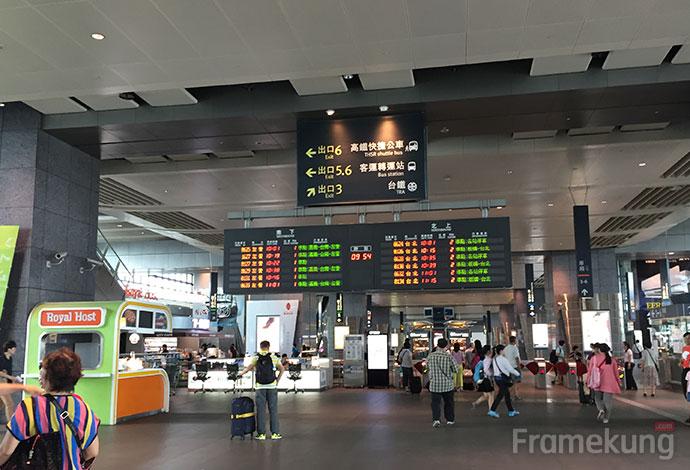 สถานี Taichung ที่ค่อนข้างใหญ่กว้างขวาง มีร้านสะดวกซื้อให้กินรองท้องก่อนเดินทางไกลๆได้ครับ